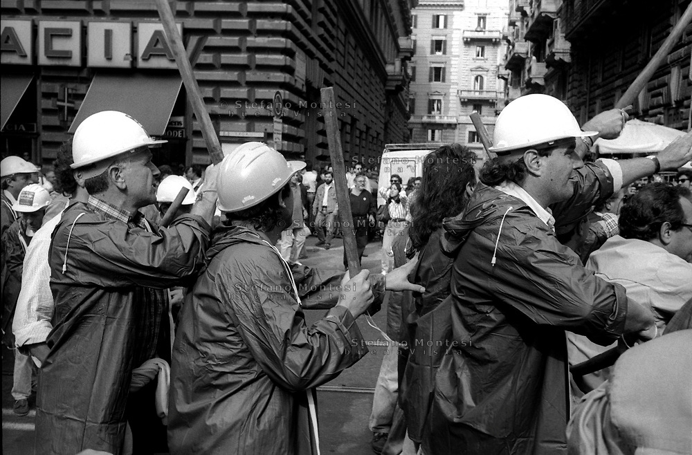 Roma 2 Ottobre 1992  .Il servizo d'ordine dei sindacati  Cgil-Cisl-Uil armato di bastoni attacca  in Via Cavour il corteo  del sindacato dei  Cobas durante la manifestazione per lo sciopero generale.Rome, October 2, 1992.The service order of the trade unions CGIL-CISL-UIL armed with sticks attacked in Via Cavour, the parade of union Cobas at the event for the general strike.