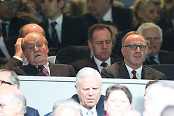 23.04.2014, Estadio Santiago Bernabeu, Madrid, ESP, UEFA CL, Real Madrid vs FC Bayern Muenchen, Halbfinale, Hinspiel, im Bild l-r: Koenig Juan Carlos und Vortandsvorsitzender Karl-Heinz Rummenigge (FC Bayern Muenchen) // during the UEFA Champions League Round of 4, 1st Leg Match between Real Madrid vs FC Bayern Munich at the Estadio Santiago Bernabeu in Madrid, Spain on 2014/04/24. EXPA Pictures © 2014, PhotoCredit: EXPA/ Eibner-Pressefoto/ Kolbert<br /> <br /> *****ATTENTION - OUT of GER*****