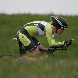 22-04-2016: Wielrennen: Tijdrit vrouwen: Borsele<br />Een tijdrit voor vrouwen op de vrijdagavond voorafgaand aan de omloop van Borsele voor vrouwen. Natalie van Gogh