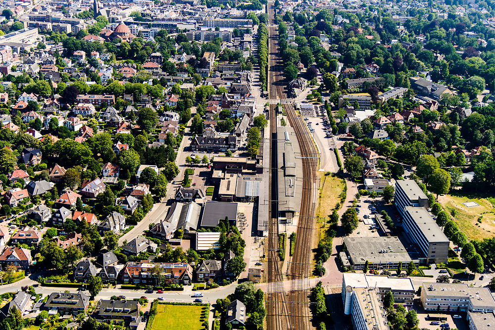 Nederland, Noord-Holland, Hilversum, 29-06-2018; Bussum met NS station Naarden-Bussum.<br /> <br /> aerial photo (additional fee required);<br /> copyright foto/photo Siebe Swart