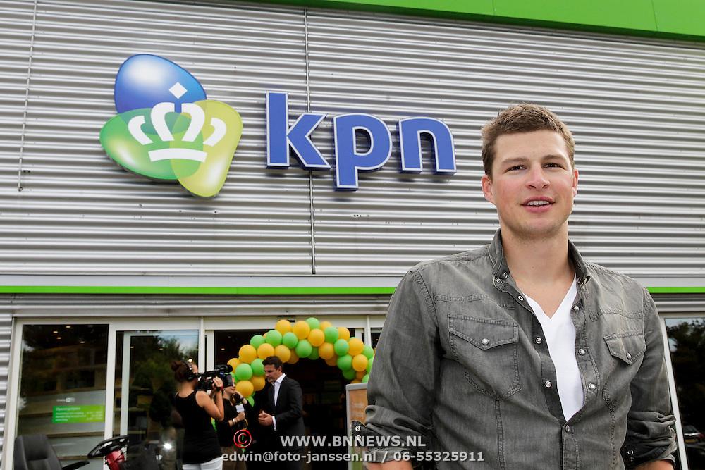 NLD/Amsterdam/20120906 - Schaatser Sven Kramer opent de KPN XL winkel in Duivendrecht,