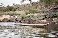 Repubblica Democratica del Congo e Repubblica Centrafricana, 2012<br /> Lavorare in Africa<br /> Taxi acquatici sul fiume Oubangui, tra RDC and RCA<br /> <br /> Democratic Republic of Congo and Central African Republic, 2012<br /> Working in Africa<br /> Water taxi on Oubangui river between DRC and CAR