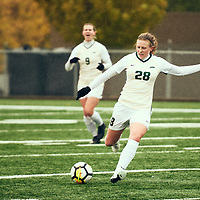 2nd year mid-fielder, Taylor Bubnick (28) of the Regina Cougars during the Women's Soccer home game on Sat Sep 22 at U of R Field. Credit: Arthur Ward/Arthur Images
