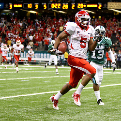 November 10, 2011; New Orleans, LA, USA; Houston Cougars running back Charles Sims (5) scores a touchdown against the Tulane Green Wave during the second quarter at the Mercedes-Benz Superdome.  Mandatory Credit: Derick E. Hingle-US PRESSWIRE