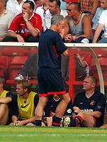 Fotball<br /> <br /> England 2003/2004<br /> <br /> Nationwide First League. 09.08.2003. Nottingham v Sunderland.<br /> <br /> Foto: Digitalsport<br /> <br /> MICK McCARTHY MANAGER SUNDERLAND CAN'T BEAR TO WATCH<br />NOTTINGHAM FOREST V SUNDERLAND NATIONWIDE DIVISION ONE<br />PHOTO FOTOSPORTS INTERNATIONAL