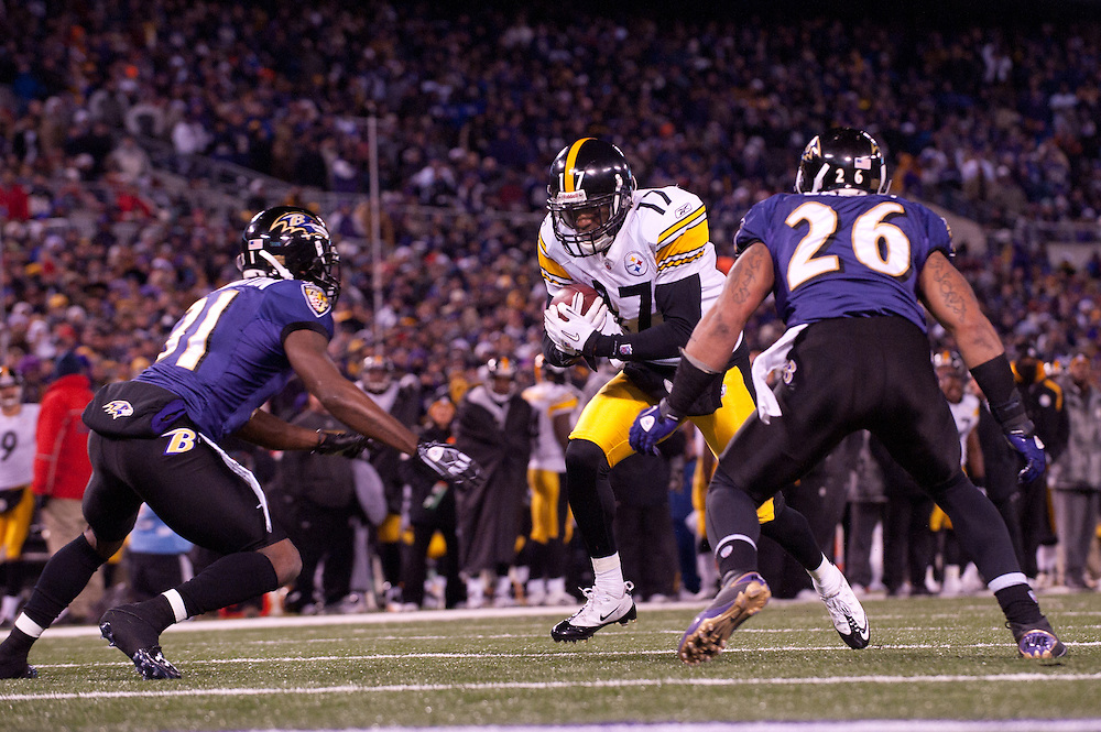BALTIMORE - DECEMBER 05: Mike Wallace #17 of the Pittsburgh Steelers runs the ball against the Baltimore Ravens on December 5, 2010 at M&T Bank Stadium in Baltimore, Maryland.The Steelers  defeated the Ravens 13 to 10. (Photo by Rob Tringali) *** Local Caption *** Mike Wallace