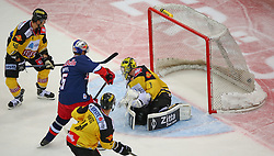 26.09.2014, Albert Schultz Eishalle, Wien, AUT, EBEL, UPC Vienna Capitals vs EC Red Bull Salzburg, 5. Runde, im Bild v.l. Florian Iberer (UPC Vienna Capitals), Thomas Raffl (EC Red Bull Salzburg), Philippe Lakos (UPC Vienna Capitals) und Matthew Zaba (UPC Vienna Capitals) // during the Erste Bank Icehockey League 5th Round match between UPC Vienna Capitals and EC Red Bull Salzburg at the Albert Schultz Ice Arena, Vienna, Austria on 2014/09/26. EXPA Pictures © 2014, PhotoCredit: EXPA/ Thomas Haumer