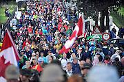 Nederland, Groesbeek, 19-7-20124 daagse, Dag van groesbeek, zevenheuvelenweg.  Af en toe valt er regen . De vierdaagse is het grootste wandelevenement ter wereld.Foto: Flip Franssen/Hollandse Hoogte