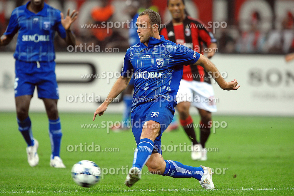 15.09.2010, Stadio Giuseppe Meazza, Mailand, ITA, UEFA CL, AC Milan vs Auxerre, im Bild Jean-Pascal MIGNOT Auxerre.EXPA Pictures © 2010, PhotoCredit: EXPA/ InsideFoto/ Andrea Staccioli +++++ ATTENTION - FOR AUSTRIA AND SLOVENIA CLIENT ONLY +++++... / SPORTIDA PHOTO AGENCY