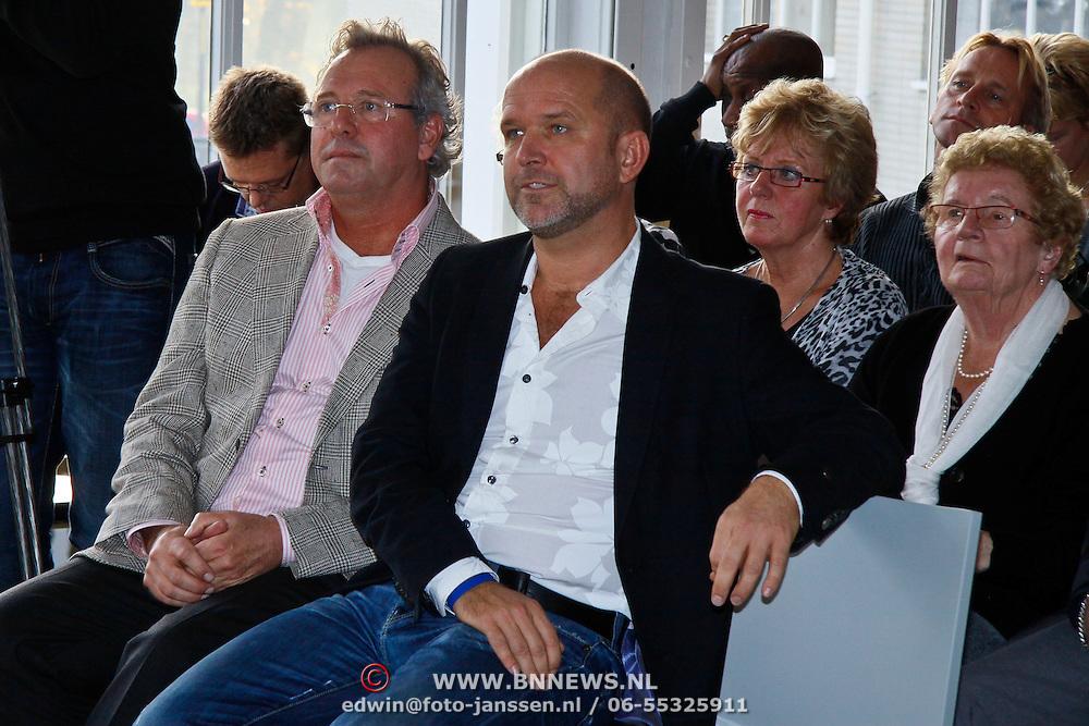 """NLD/Utrecht/20101116 - Boekpresentatie Fred Butter """"speurtocht naar het ware verhaal"""", Fred Butter en partner Roel Burgman"""
