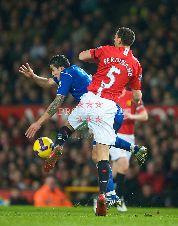 MANCHESTER, ENGLAND - Saturday, January 31, 2009: Everton's Tim Cahill and Manchester United's Rio Ferdinand during the Premiership match at Old Trafford. (Mandatory credit: David Rawcliffe/Propaganda)