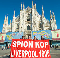 MILAN, ITALY - Tuesday, March 10, 2008: Liverpool Lee and Iam from Skelmersdale and Chris Brundell and Maurizio from Milan in Duomo Square ahead of the UEFA Champions League First knockout round 2nd Leg match against FC Internazionale Milano. (Pic by David Rawcliffe/Propaganda)