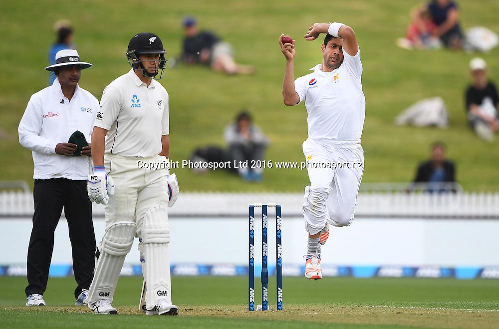 Imran Khan bowling.<br /> New Zealand Black Caps v Pakistan. Day 1, 2nd test match. Friday 25 November 2016. Seddon Park, Hamilton, New Zealand. &copy; Copyright photo: Andrew Cornaga / www.photosport.nz
