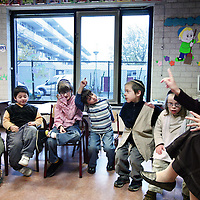 Nederland, Amsterdam , 30 oktober 2009..Joodse Kindergemeenschap Cheider is een orthodox joodse school voor basis- en voortgezet onderwijs in de Amsterdamse wijk Buitenveldert. Het is de enige orthodox joodse school in Nederland..De school is één van de twee joodse scholen voor voortgezet onderwijs in Nederland; de andere school, met een seculiere opzet, is het Maimonides, onderdeel van het Joods Bijzonder Onderwijs..Jewish Children Community Cheider is an Orthodox Jewish school for elementary and secondary education in the Amsterdam district Buitenveldert. It is the only Orthodox Jewish school in the Netherlands.
