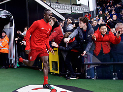 LONDON, ENGLAND - Sunday, March 17, 2019: Liverpool's Sadio Mane runs out for the the pre-match warm-up before the FA Premier League match between Fulham FC and Liverpool FC at Craven Cottage. (Pic by David Rawcliffe/Propaganda)