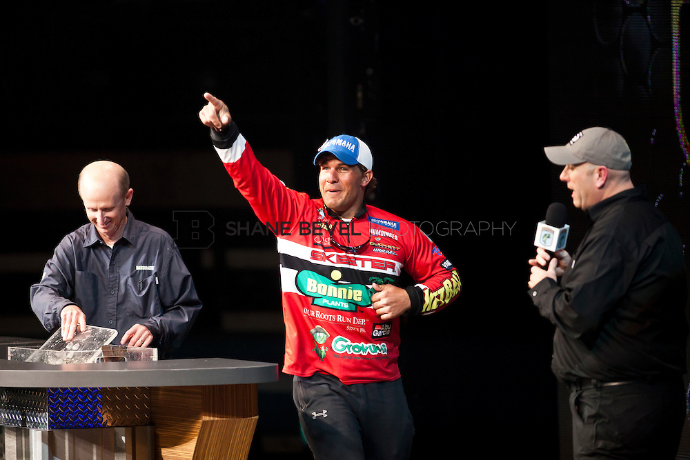 2/26/12 6:53:48 PM -- during the 2012 Bassmaster Classic on the Red River in Shreveport, La. ..Photo by Shane Bevel.Keith Poche weighs in on the final day.
