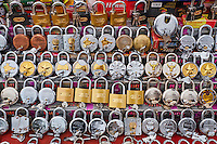 Inde, Rajasthan, Jodhpur la ville bleue, marché de Clock Tower, cadenas// India, Rajasthan, Jodhpur, the blue city, market, padlock