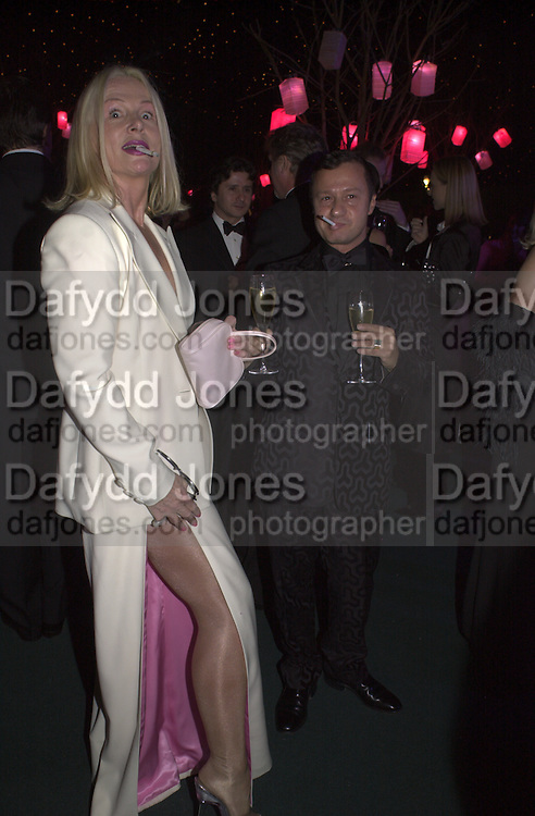 Jibby Beane and Jacques Azugury. Moet & Chandon fashion Tribute. Shoreditch High St. London 24 October 2000. © Copyright Photograph by Dafydd Jones 66 Stockwell Park Rd. London SW9 0DA Tel 020 7733 0108 www.dafjones.com
