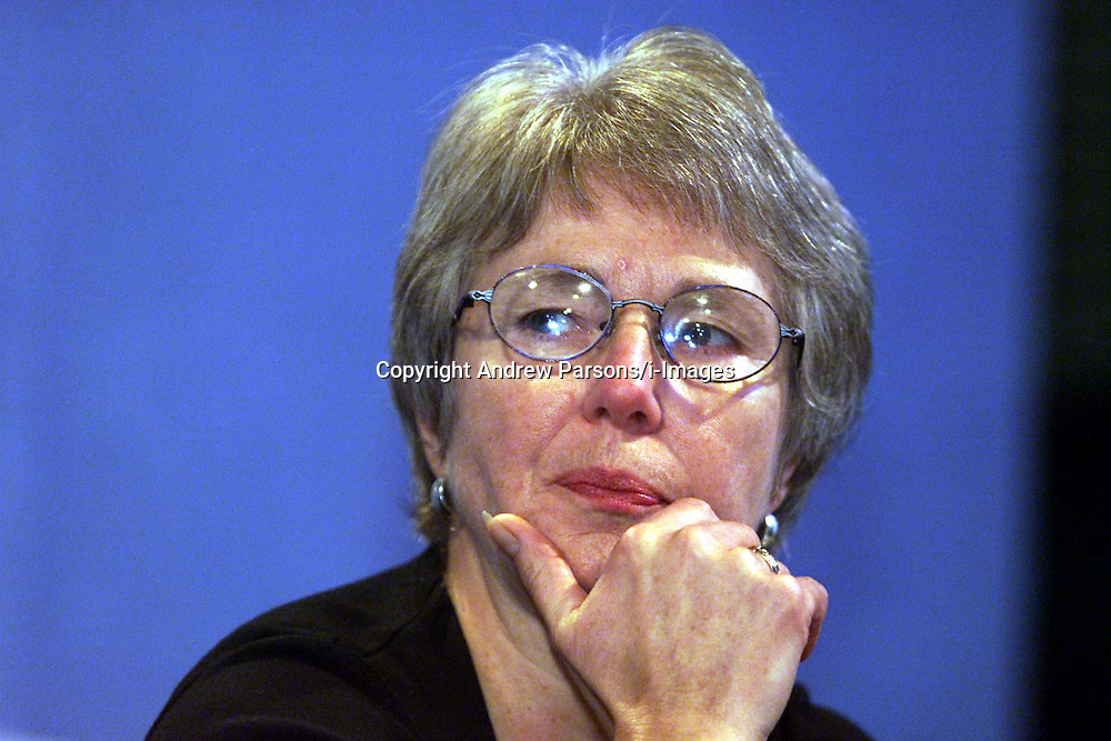 Francis Hall, Secretary for the Human BSE Foundation, during the BSE Inquiry, family press conference, August 26, 2000. Photo by Andrew Parsons/i-Images..