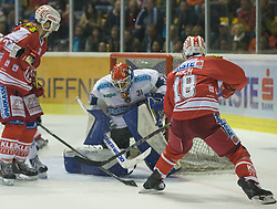 11.09.2015, Stadthalle, Klagenfurt, AUT, EBEL, EC KAC vs Fehervar AV 19, im Bild Manuel Geier (EC KAC, #21), Miklos Rajna (Fehervar AV 19, #31), Thomas Koch (EC KAC, #18)// during the Erste Bank Eishockey League match betweeen EC KAC and Fehervar AV 19 at the City Hall in Klagenfurt, Austria on 2015/09/10. EXPA Pictures © 2015, PhotoCredit: EXPA/ Gert Steinthaler