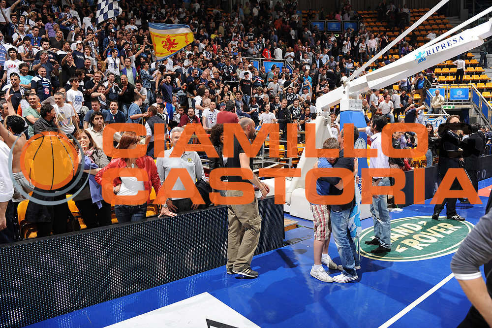 DESCRIZIONE : Bologna Lega A 2008-09 GMAC Fortitudo Bologna Eldo Caserta<br /> GIOCATORE : Tifosi Attesa ed Esultanza per Risultato Rieti<br /> SQUADRA : GMAC Fortitudo Bologna<br /> EVENTO : Campionato Lega A 2008-2009<br /> GARA : GMAC Fortitudo Bologna Eldo Caserta<br /> DATA : 07/05/2009<br /> CATEGORIA : curiosita esultanza<br /> SPORT : Pallacanestro<br /> AUTORE : Agenzia Ciamillo-Castoria/M.Marchi