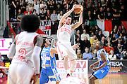 DESCRIZIONE : Varese Lega A 2014-2015 Openjob Metis Varese Banco di Sardegna Sassari<br /> GIOCATORE : Andy Rautins<br /> CATEGORIA : equilibrio<br /> SQUADRA : Openjob Metis Varese<br /> EVENTO : Campionato Lega A 2014-2015<br /> GARA : Openjob Metis Varese Banco di Sardegna Sassari<br /> DATA : 26/12/2014<br /> SPORT : Pallacanestro<br /> AUTORE : Agenzia Ciamillo-Castoria/Max.Ceretti<br /> GALLERIA : Lega Basket A 2014-2015<br /> FOTONOTIZIA : Varese Lega A 2014-2015 Openjob Metis Varese Banco di Sardegna Sassari<br /> PREDEFINITA :