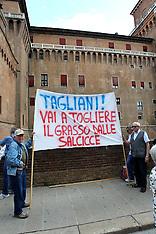 20130626 PROTESTA OSPEDALE COMACCHIO DAVANTI A PROVINCIA