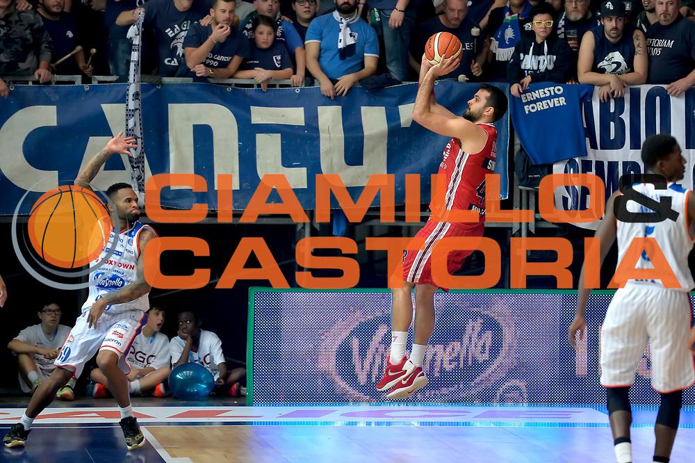 DESCRIZIONE : Cantu' Lega A 2015-16 Acqua Vitasnella Cantu' vs Olimpia EA7 Emporio Armani Milano<br /> GIOCATORE : Krunoslav Simon<br /> CATEGORIA : Controcampo tiro ritardo<br /> SQUADRA : Olimpia EA7 Emporio Armani Milano<br /> EVENTO : Campionato Lega A 2015-2016<br /> GARA : Acqua Vitasnella Cantu' Olimpia EA7 Emporio Armani Milano<br /> DATA : 29/11/2015<br /> SPORT : Pallacanestro <br /> AUTORE : Agenzia Ciamillo-Castoria/I.Mancini<br /> Galleria : Lega Basket A 2015-2016  <br /> Fotonotizia : Cantu'  Lega A 2015-16 Acqua Vitasnella Cantu' Olimpia EA7 Emporio Armani Milano<br /> Predefinita :