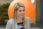 Prinses Máxima geeft startsein 'Girlsday' voor bètawetenschap en techniek bij TNO in Den Haag.Ruim 300 bedrijven en onderwijsinstellingen door heel Nederland openen op deze dag hun deuren om meisjes enthousiast te maken voor techniek. <br /> <br /> Princess Máxima launches' Girls Day'for exact sciences and technology at TNO in The Haugue.Over 300 companies and educational institutions throughout the Netherlands open their doors on this day. <br /> <br /> Op de foto / On the photo:  Prinses Maxima komt aan / Princes Maxima arrives