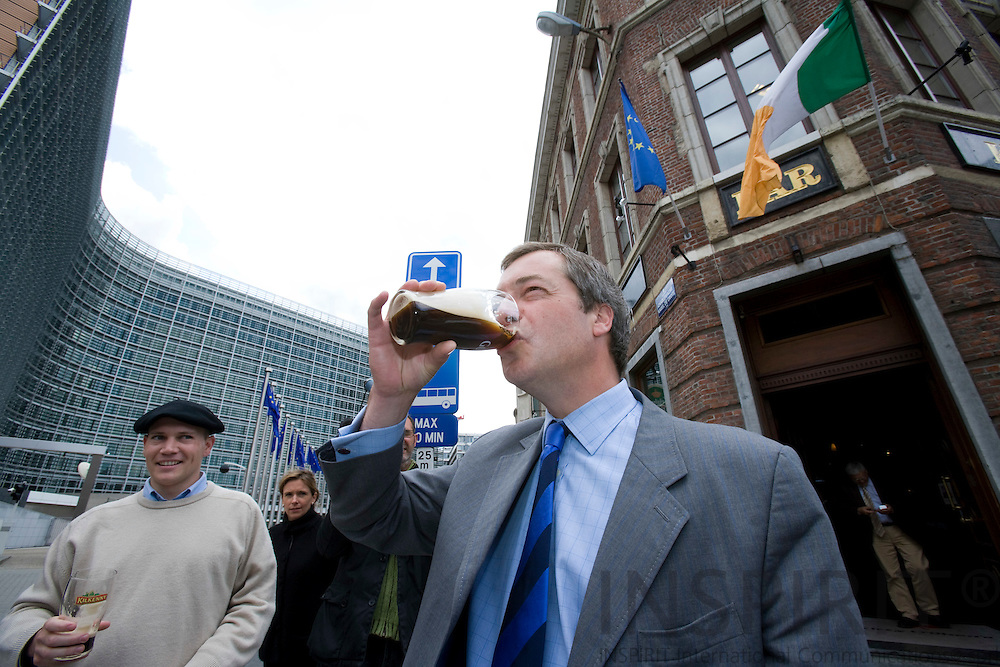 BRUSSELS - BELGIUM - 13 JUNE 2008 -- MEP Nigel FARAGE, (UK - Independence Party), celebrates the outcome of the Irish referendum on the Treaty of Lisbon with a glass of Guinness outside the Brussels Irish kitty O'Shea's Pub, next to the European Commission Building Berlaymont.  Photo: Erik Luntang