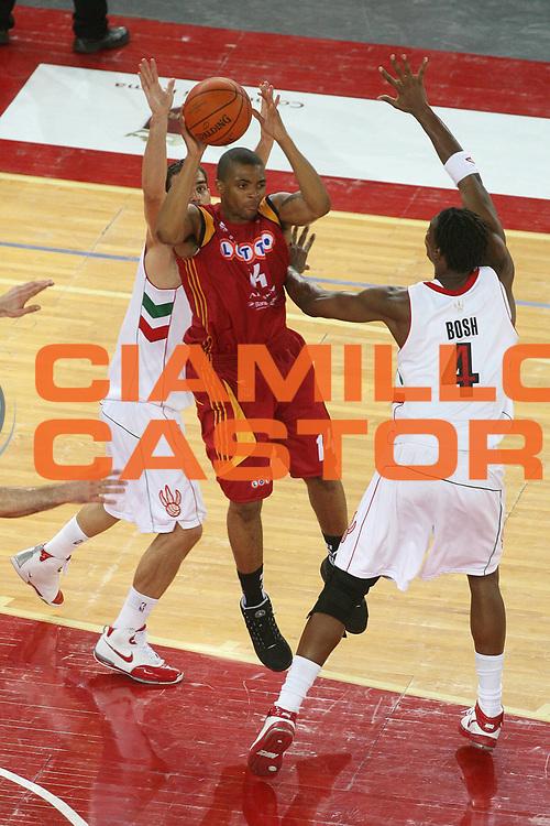 DESCRIZIONE : Roma NBA Europe Live Tour 2007 Lottomatica Virtus Roma Toronto Raptors <br /> GIOCATORE : Ray <br /> SQUADRA : Toronto Raptors <br /> EVENTO : NBA Europe Live Tour 2007 <br /> GARA : Lottomatica Virtus Roma Toronto Raptors <br /> DATA : 07/10/2007 <br /> CATEGORIA : Passaggio <br /> SPORT : Pallacanestro <br /> AUTORE : Agenzia Ciamillo-Castoria/G.Ciamillo <br /> GALLERIA: Nba Europe Live Tour 2007 <br /> FOTONOTIZIA: Roma NBA Europe Live Tour 2007 Lottomatica Virtus Roma Toronto Raptors <br /> Predefinita: