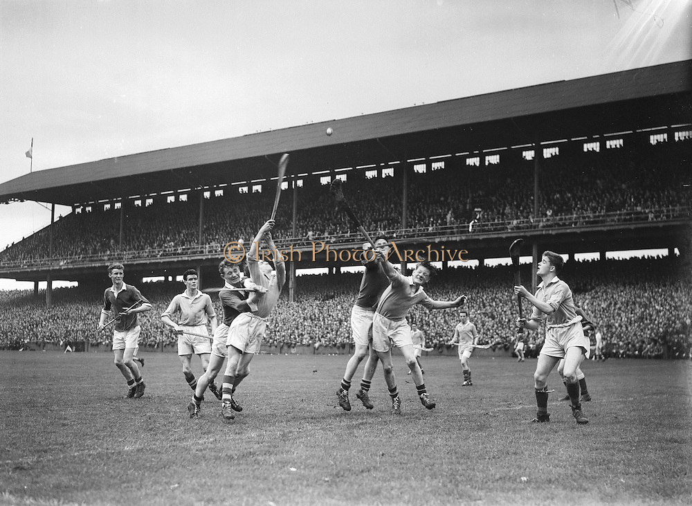 Neg No: A782/42803-04288...10081958AISHCSF.10.08.1958...All Ireland Senior Hurling Championship - Semi-Final..Tipperary.01-13.Kilkenny.01-08...