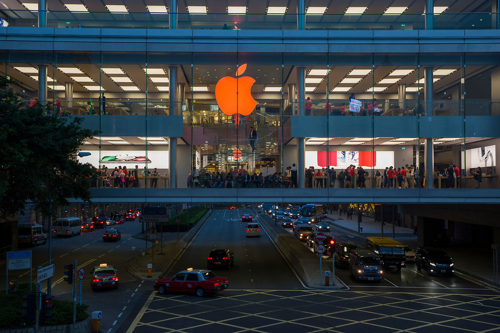 The first ever Apple Store in Hong Kong, on Hennessy Road, Hong Kong. This store is inside the International Finance Centre (IFC) shopping mall and has views over Causeway Bay.    (photo by Andrew Aitchison / In pictures via Getty Images)