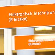 Nederland Rotterdam 26-03-2009 20090326 Foto: David Rozing ..Serie UWV, bordje elektronisch inschrijven, e intake, e-intake Werkbedrijf lokatie Schiekade centrum Rotterdam, de vroegere arbeidsbureaus ( CWI UWV ) De werkloosheid in Nederland begint op te lopen. Dat blijkt uit de jongste cijfers die het Centraal Bureau voor de Statistiek (CBS) de oorzaak is de krediet crisis Holland, The Netherlands, dutch, Pays Bas, Europe , economische, financien, financiele, krimp, krimpen, nederlandse, economy  ..Foto: David Rozing