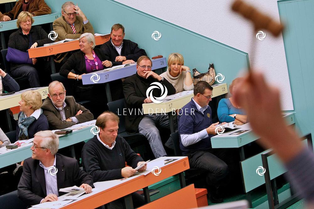 ZALTBOMMEL - Op de veiling in Zaltbommel hield de Rotaryclub een veiling voor het goede doel. FOTO LEVIN DEN BOER - PERSFOTO.NU