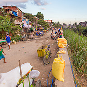 CAPTION: Households situated alongside the river in Ampalaya Street are extremely vulnerable to flooding. LOCATION: Ampalaya Street, Barangay Tumana, Marikina City, Philippines. INDIVIDUAL(S) PHOTOGRAPHED: N/A.