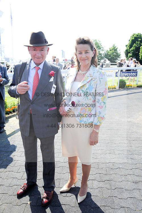 MR & MRS BARRY HILLS at the Investec Ladies Day at Epsom Racecourse, Surrey on 4th June 2010.