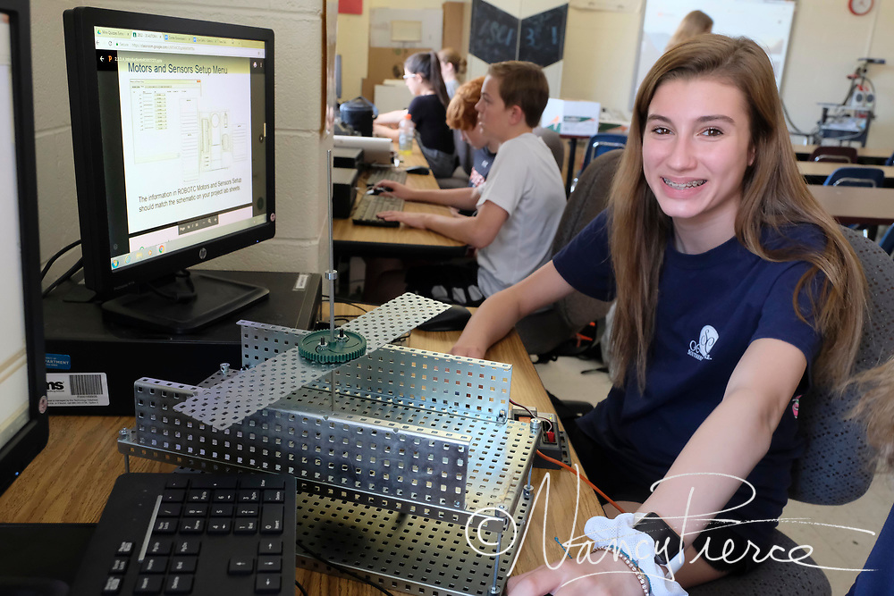 Community House Middle School - Automation & Robotics  Mr  Jarrett's class