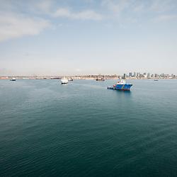 Vista aérea da baía de Luanda, capital de Angola.
