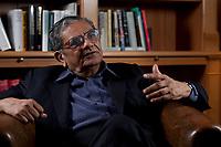 31 MAY 2010, BERLIN/GERMANY:<br /> Jagdish Natwarlal Bhagwati, indischer Oekonom und Professor fuer Politik und Wirtschaft an der Columbia University, waehrend einem Interview, Bibiothek der American Academy<br /> IMAGE: 20100531-02-006<br /> KEYWORDS: Jagdish Bhagwati, Ökonom