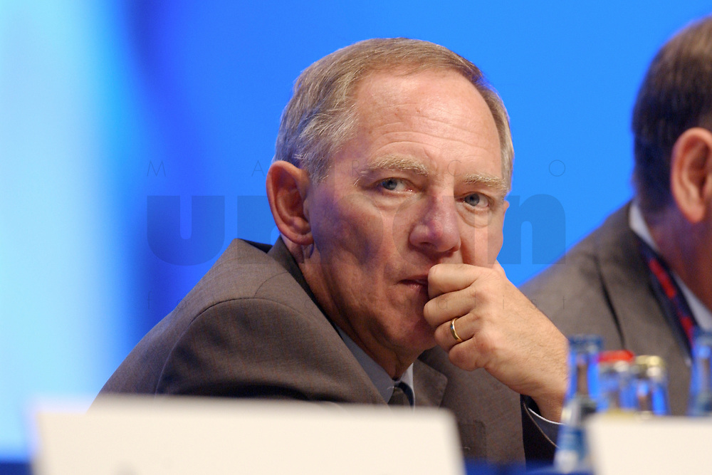 11 NOV 2002, HANNOVER/GERMANY:<br /> Wolfgang Schaeuble, CDU, ehem. Bundesvorsitzender und Mitglied im Praesidium, CDU Bundesparteitag, Hannover Messe<br /> IMAGE: 20021111-01-102<br /> KEYWORDS: Parteitag, party congress, Wolfgang Sch&auml;uble