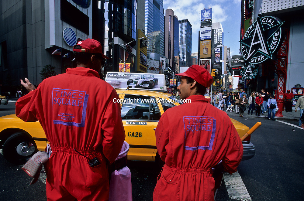 New York. cleaners of Times square area  Manhattan New York  Usa /  service de nettoyage privé du quartier de Times square en renovation.  Manhattan New York  USa