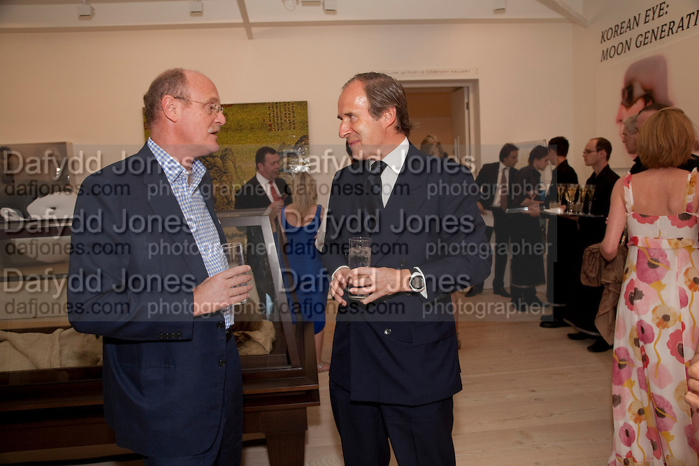 DAVID CICLITARA; SIMON DE PURY, Korean Eye Dinner  hosted by The Dowager Viscountess Rothermere and Simon De Pury.Sponsored by CJ, Korean Food Globalization Team, Hino Consulting and Visit Korea Committee. Phillips de Pury Space, Saatchi Gallery.  Sloane Sq. London. 2 July 2009.