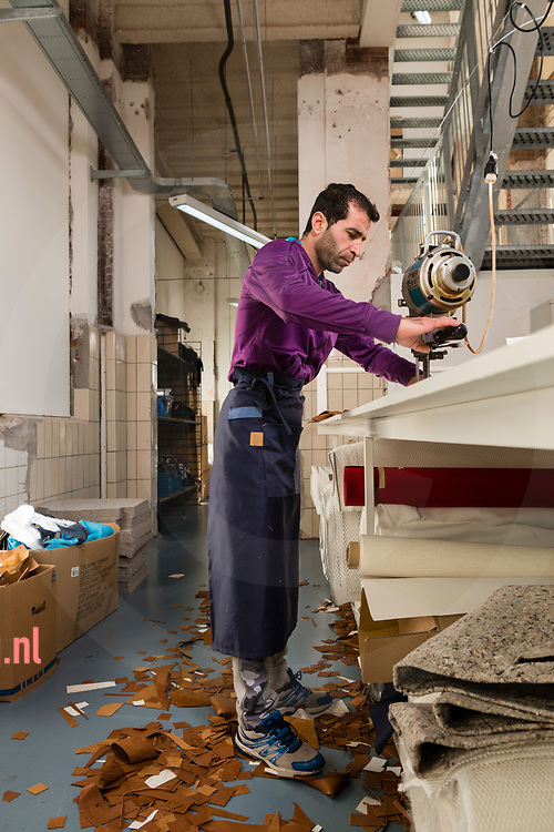Nedeland, Enschede 06okt2017 Achmed Shasho confectieleider bij Sheltersuits fotografie : Cees Elzenga/hetoog.nl