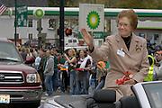 16703 Homecoming Alumni award winners Parade: Falll 2004:Photos by Johnny Hanson