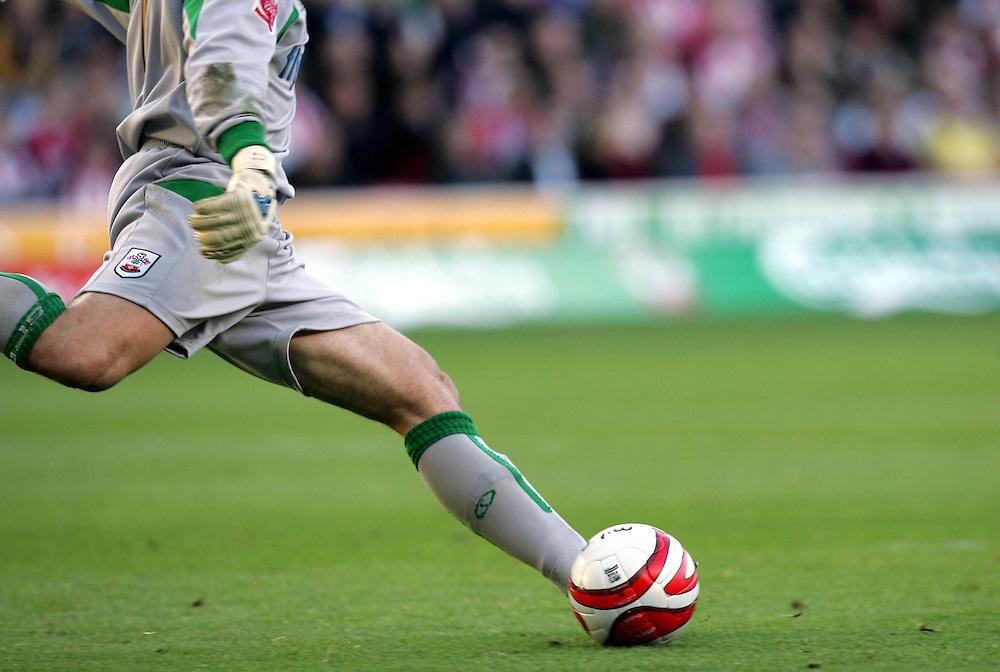 Kelvin Davis takes a goal kick.Southampton v Charlton Athletic, Championship, St Marys, Southampton. 3rd November 2007.