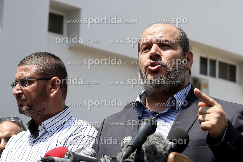 14.08.2014, Gaza Stadt, PSE, Nahostkonflikt zwischen Israel und Pal&auml;stina,im Bild die Situation in Gaza Stadt // Senior Hamas leader Khalil al-Hayya speaks to the media upon his return to Gaza City from truce talks in Cairo, in Gaza city on August 14, 2014. A renewed truce between Israel and Palestinians appeared to be holding on Thursday despite a shaky start after both sides agreed to give Egyptian-brokered talks more time to try to end the Gaza war. Photo by Mohammed Asad, Palestine on 2014/08/14. EXPA Pictures &copy; 2014, PhotoCredit: EXPA/ APAimages/ Mohammed Asad<br /> <br /> *****ATTENTION - for AUT, GER, SUI, ITA, POL, CRO, SRB only*****