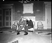 President Eamon de Valera receives President Nixon.05/10/1970