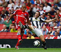 Photo: Richard Lane/Richard Lane Photography. Juventus v SV Hamburg. Emirates Cup. 03/08/2008. Hamburg's Mohamed Zidan is challenged by Juventus' Alessandro De Piero.