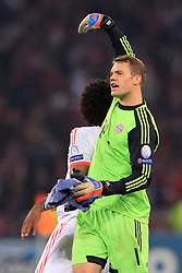 23.10.2012, Grand Stade Lille Metropole, Lille, OSC Lille vs FC Bayern Muenchen, im Bild Torwart Manuel NEUER (FC Bayern Muenchen - 1) zeigt auf DANTE (FC Bayern Muenchen - 4) nach Schlusspfiff - Jubel, Freude // during UEFA Championsleague Match between Lille OSC and FC Bayern Munich at the Grand Stade Lille Metropole, Lille, France on 2012/10/23. EXPA Pictures © 2012, PhotoCredit: EXPA/ Eibner/ Ben Majerus..***** ATTENTION - OUT OF GER *****